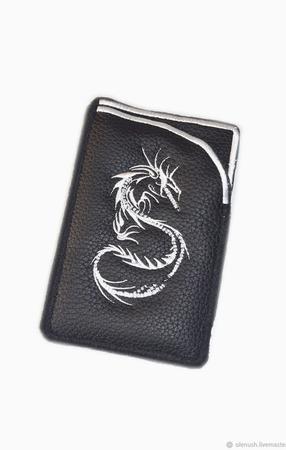 """Чехол для смартфона с вышивкой """"Дракон"""" ручной работы на заказ"""
