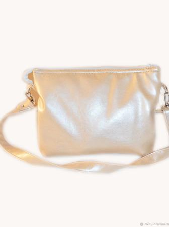 """Женская сумочка с вышивкой """"Бабочка с кулоном"""" ручной работы на заказ"""