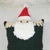 Вязаная новогодняя наволочка «Дед Мороз» с карманом для подарков