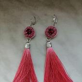 Серьги с розовым кварцем и шелковыми кисточками