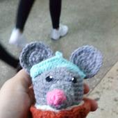 Крыса - снегурочка в корзинке