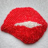 Брошь «Красные губы»