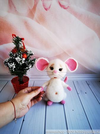 Символ Нового года - вязаная мышка ручной работы на заказ