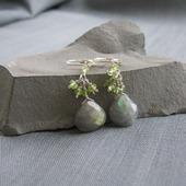 """Серьги """"Green flashes"""" из серебра с лабрадором и хризолитом"""