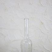 Бутылки стеклянные прозрачные с тонким горлышком и выпуклым дном