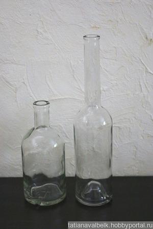 Бутылки стеклянные прозрачные с тонким горлышком и выпуклым дном ручной работы на заказ