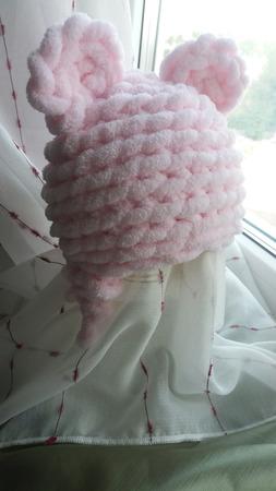 Плюшевая шапочка с ушками на выписку ручной работы на заказ