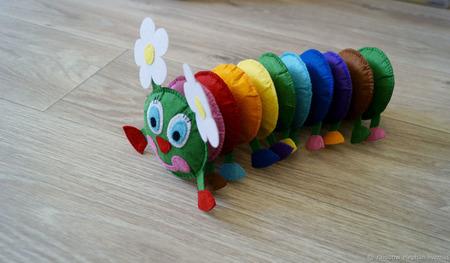 Гусеничка из фетра - изучаем цвета ручной работы на заказ