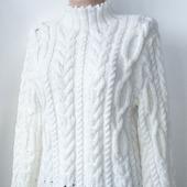 Белый свитер с косами