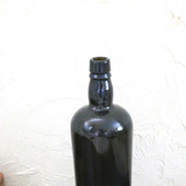 """Бутылка стеклянная темная с """"плечиками"""""""