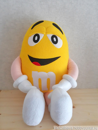 Желтый из M&M's ручной работы на заказ