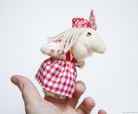 Пальчиковая игрушка Баба Яга ручной работы на заказ