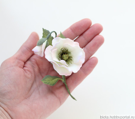 Брошь цветок ручной работы мак белый из фоамирана ручной работы на заказ