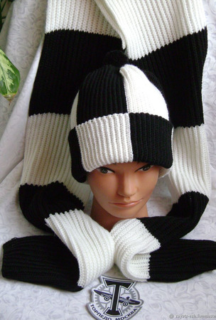 """Комплект мужской вязаный шапка и шарф """"Фанат Торпедо"""" ручной работы на заказ"""