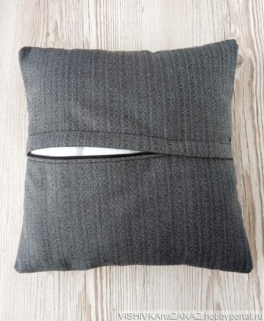 Подушка с вышивкой ручной работы на заказ