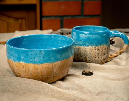 Кружка в ярко голубом цвете ручной работы на заказ