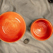 Кружка и тарелка в ярко оранжевом цвете