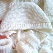 Комплект для новорождённого - шапочка и пинетки
