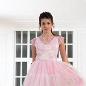 Платье с кружевом пышное
