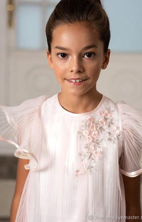 Платье плиссе с вышивкой ручной работы на заказ