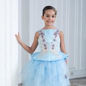 Платье голубого цвета с вышивкой