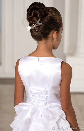Платье белоснежное каскадное с мятными цветами ручной работы на заказ