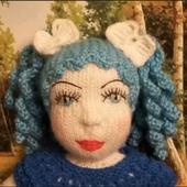 Толстушка с голубыми волосами
