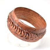Деревянный резной браслет