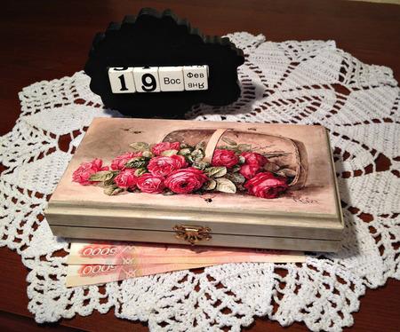 """Купюрница, шкатулка для денег """"Розы в корзине"""" ручной работы на заказ"""