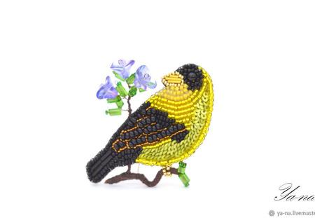 """Брошь-птица из бисера, с пайетками и канителью """"Чижик"""" ручной работы на заказ"""