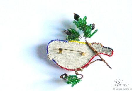 """Брошь-птица из бисера """"Разноцветная птичка"""" ручной работы на заказ"""