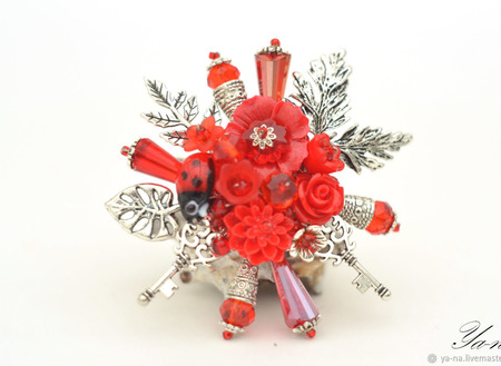 """Брошь с цветами и листьями """"Ключи от моего сердца"""" ручной работы на заказ"""