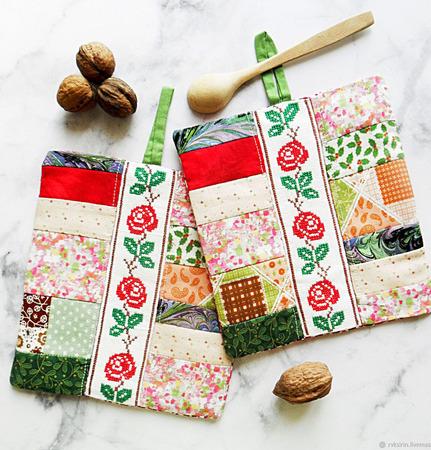 """Прихватки  """"Плетистые Розы"""" в винтажном стиле с ручной вышивкой ручной работы на заказ"""