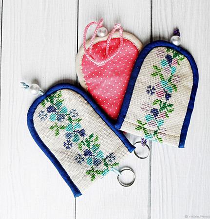 """Ключницы текстильные малые """"Цветочные"""" с ручной вышивкой крестом ручной работы на заказ"""