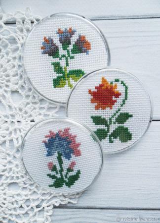 """Магнитики """"Стилизованные цветы"""" с ручной вышивкой крестом ручной работы на заказ"""