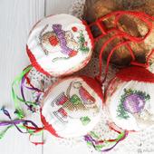 """Шарики новогодние """"Мышки спешат на Новогоднюю елку"""", ручная вышивка крестом"""