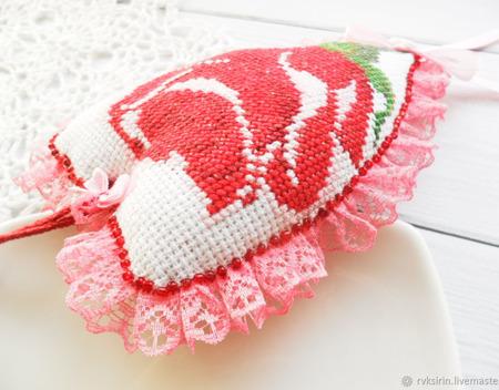 """Валентинка """"Роза"""" с вышивкой ручной работы на заказ"""