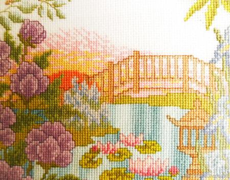 """Картина """"Китайский дворик"""" ручной вышивки крестом ручной работы на заказ"""