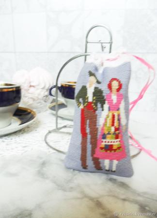 """Мешочки """"Пары в народных костюмах"""" с ручной вышивкой крестом ручной работы на заказ"""