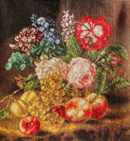 """Картина """"Цветы и фрукты"""" с ручной вышивкой крестом ручной работы на заказ"""