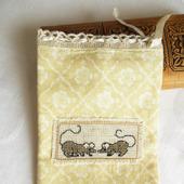 """Мешочек """"Любопытные мышки"""" с ручной вышивкой крестом и на подкладке"""