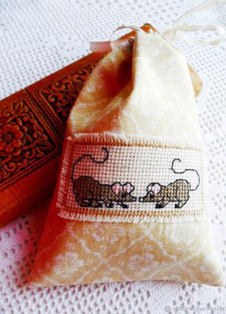 """Мешочек """"Любопытные мышки"""" с ручной вышивкой крестом и на подкладке ручной работы на заказ"""