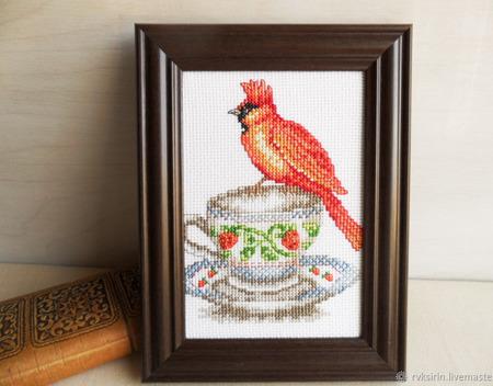 """Вышитая крестом картина """"Веселое чаепитие с красным попугаем"""" ручной работы на заказ"""