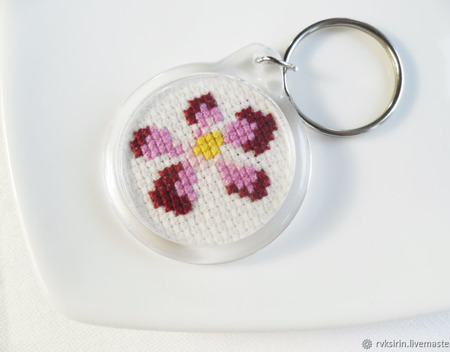 """Брелок """"Цветики"""" с ручной вышивкой крестом ручной работы на заказ"""