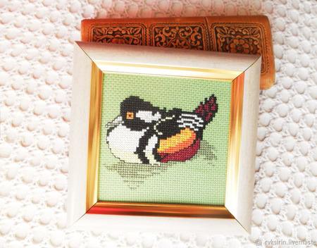 """Картина """"Утка мандаринка"""", вышитая крестом ручной работы на заказ"""