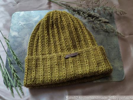 Вязаная шапочка-тыковка из объёмного акрила ручной работы на заказ