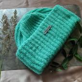 Объёмная вязаная шапка с двумя отворотами