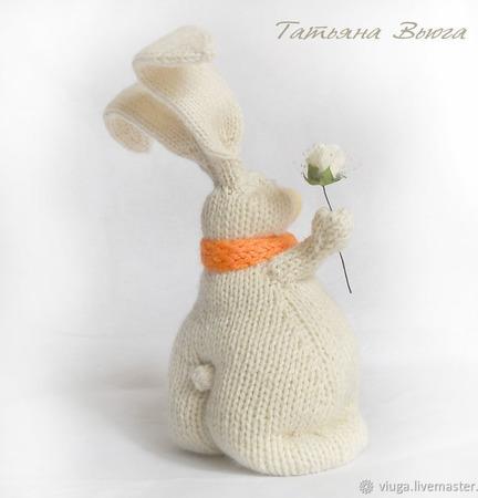 Игрушка авторская, интерьерная, вязаная спицами - Влюбленный Кролик ручной работы на заказ