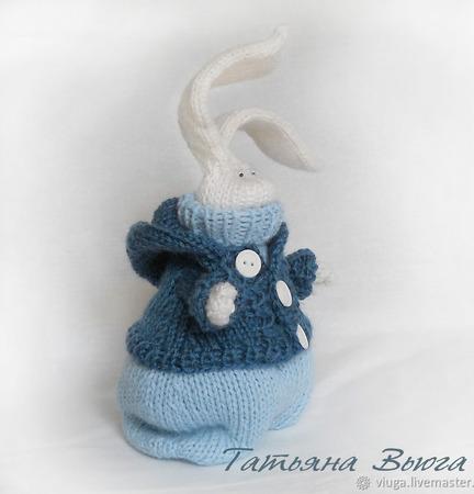 Снежный Зайчик. Игрушка вязаная спицами, авторская, интерьерная ручной работы на заказ