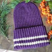 Женская вязаная шапка с интересной макушкой